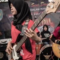 ヒジャブ・コア!インドネシア発ムスリム女子スラッシュメタルトリオ「VoB/VOICE OF BACEPROT」