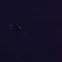 ハート型♡のライトにシフトする旅客機型発光体のship