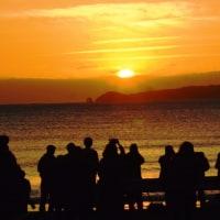 〈催事〉0484: 宮地浜「夕陽風景時計」前で夕陽観賞
