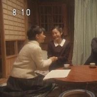 """日本人よ!両手を股間や下腹あたりに重ねて""""姿勢を正したつもり""""になるのは間違いだって気付きなさい!**追加画像*欅坂46・NHK 紅白"""