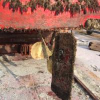 時化の合間に船底塗装・船底洗浄ドック作業。(^^)
