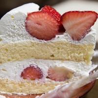 ホワイトデーに白いショートケーキ