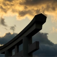 20/Feb 朝焼けの月と富士山と神社の鳥居と桜ジロ