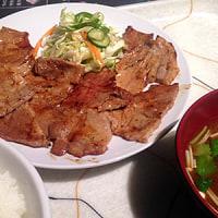 今日のランチは錦の人気の焼肉店「まつざか」!