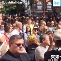 1人の女性から合唱に 英自爆テロ追悼集会で市民が歌う「Oasis」が話題