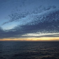 2016年小笠原村硫黄島慰霊墓参(422)小笠原丸で硫黄島を周回(133)日没直後の太平洋と雲