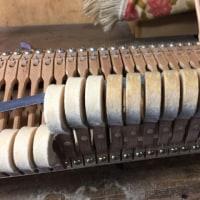 グランドピアノのハンマー整形