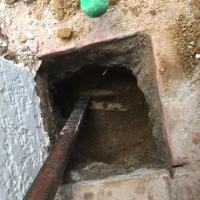 配線配管が複雑に交差する 防犯用門扉 取り付け作業 茨城 利根