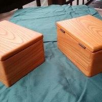 無垢のケヤキ材で開閉型の小箱を作りました