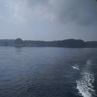 新島の入り江が見えてきた 408