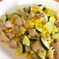 ズッキーニとトウモロコシ、チキンの炒め物