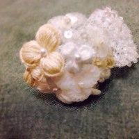 小花のコサージュ