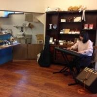 HALU CAFE で演奏「シュークリーム」清水真弓(Vo)マイルストン石橋(Gt)