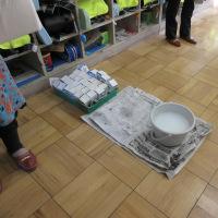 給食牛乳パックリサイクルの視察に北野小1ねん1くみを訪問