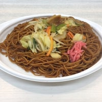 肉と野菜の旨み広がる麺たっぷりソース焼きそばを頂きました。 at セブンイレブン 横浜クロスゲート店