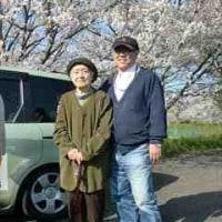 4月12日(水)晴れ 利用者9名 お花見ドライブ全員(国際大学・学生駐車場)
