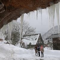 世界遺産・雪降る白川郷 10