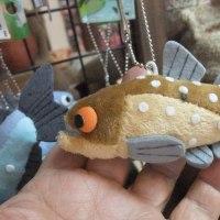 北海道で渓流魚の木彫りお土産が流行