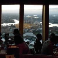 囲碁とシドニータワー回転展望ビュッフェからの夕景