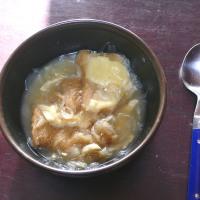 食べかけのオニオングラタンスープ