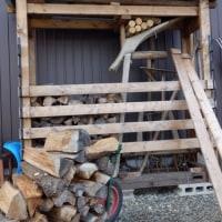 また、新しい薪棚に