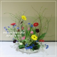 fresh flower arrangement  - Uberschneidend -