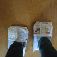 研修で習った新聞紙のスリッパ作ってみました。