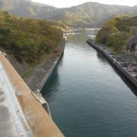 まあ運河やね、ここを抜けて漁に出ます。