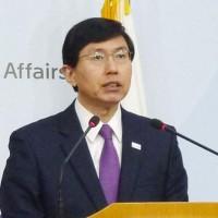 韓国日報も18日「度を越えた日本にブレーキをかけるべきだとの世論が強い」と伝えた。