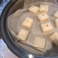 お鍋で焼く「お餅」とレンジで簡単「肉巻きブロッコリー」