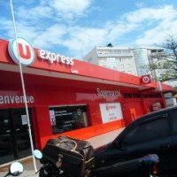 スーパーマルシェでタヒネを買う日本人