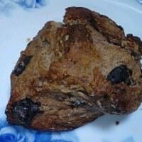 クーベルチュールとマカダミアのスコーンがお約束の夕方食でして:P