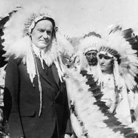 クーリッジ大統領が、スー族に迎えられた。