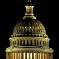 月が見ている、議会。