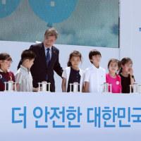 文在寅大統領:安全・環境にやさしいエネルギーに大転換、「古里1号機永久停止宣布式」に参加