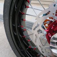 カラフルにコーディネート!KTM 250 EXC-F SIXDAYS SUPERMOTO
