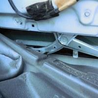 VW B4パサート・ヴァリアント、突如テールゲートのリフト・シリンダー (ショック) が抜けちゃいました!。