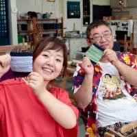 彼は横綱Tシャツで手織り体験   竹島クラフトセンター