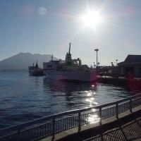 桜島が逆光に美しい。