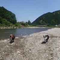 浅瀬でバシャバシャ川遊び♪