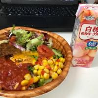今日のお昼ご飯 10品目野菜のサラダタコライス