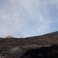 野焼きの山 その日の空