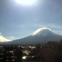 銀座・京橋での友人の展覧会 18℃と暖かい湘南 富士山はまた傘雲