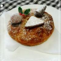 パン屋さんのクリスマスリース。