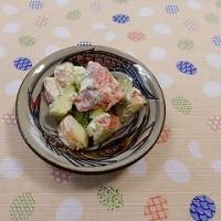 りんご、アボカド、サーモンサラダ