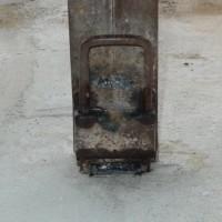 シャッターの柱の修繕