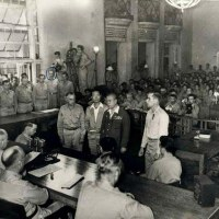 陸軍大将山下奉文が、フィリピンで降伏文書に調印。