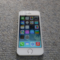 iPhone SE を買った