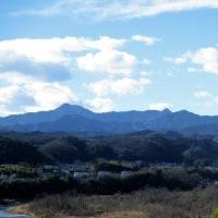 「今日の日記、青い山並と多摩川上流の写真を撮りにドライブ」
