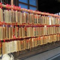 素盞雄(スサノオ)神社、読めないね!今、ひな人形が展示されて元気を取り戻しつつあります。